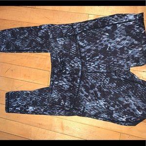 Athleta black pattern leggings